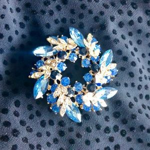 Jewelry - Vintage Blue and Gold Circle Pin Brooch